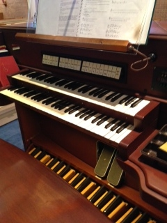 Advent Lutheran Church organ console